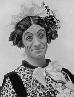 Dan_Leno_Dressed_for_the_Park